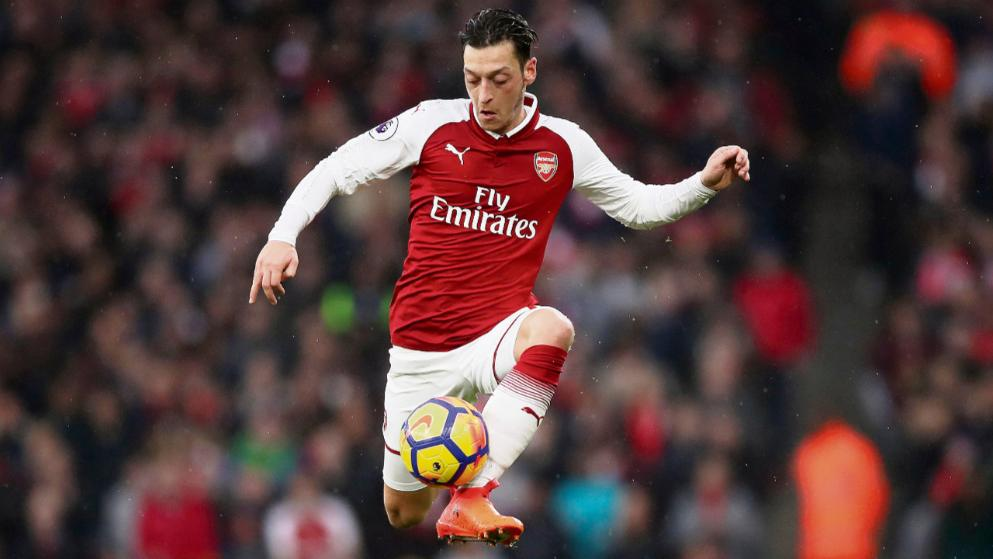 Ozil close to signing Arsenal contract