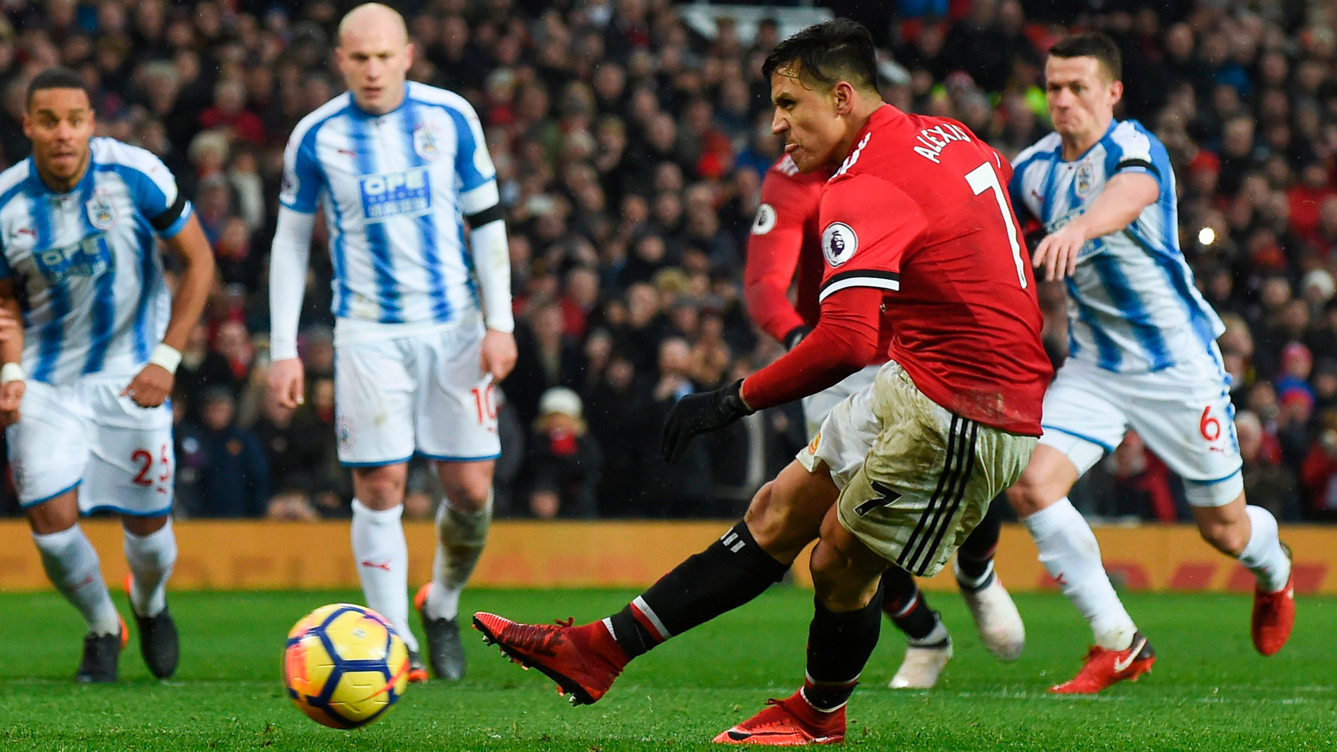 Alexis could help Man Utd reach Champions League final – Macari